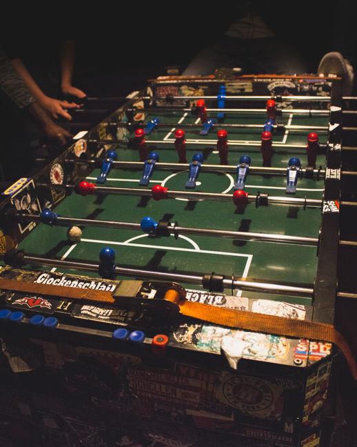 Futbolín en el bar